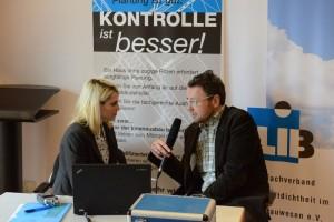 Oliver Solcher (rechts), Geschäftsführer FLiB, beim Interview mit mir auf der Mitgliederversammlung des FLiB im April 2014.
