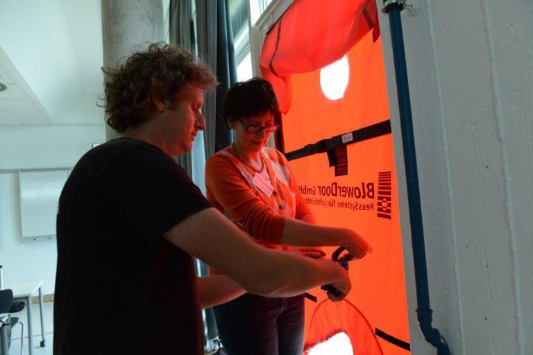 Zertifizierung von Luftdichtheitsprüfern in Süddeutschland: Kompaktweiterbildung zur Fachkraft für Differenzdruckmesstechnik – Abschluss mit Handwerkskammerprüfung