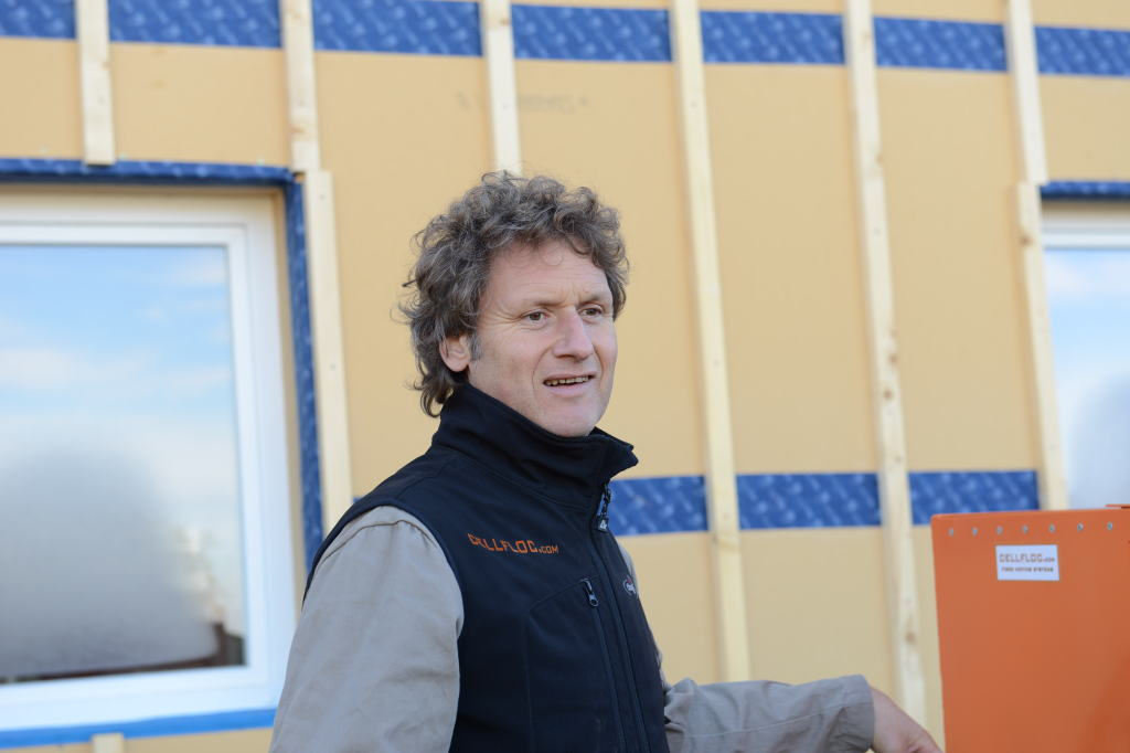 Airtight-Junkie Holger Merkel von der bionic3 GmbH leitet in Deutschland die Climacelll-Lizenschulungen für Einblasdämmung.