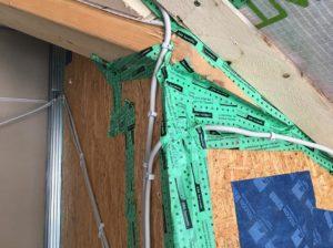 Kabelverlegung unter Klebeband führt zu Undichtheit