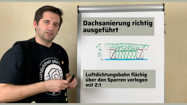Dachsanierung richtig ausgeführt: Luftdichtungsbahn flächig über die Sparren verlegen mit 2:1